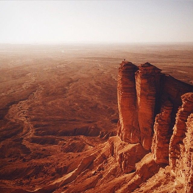 the-edge-of-the-world-in-saudi-arabia-for-being-half-way-across-the-planet-it-sure-looks-oddly-like